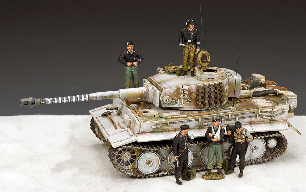 PANZER CREW AT EASE